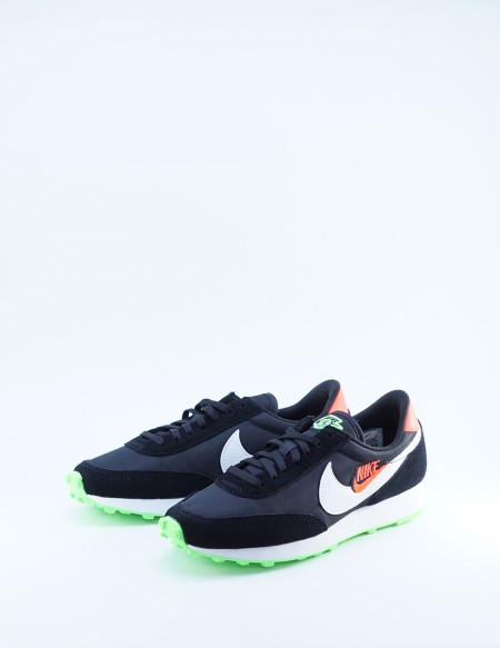 NIKE DAYBREAK BLACK-WHITE/FLASH CRIMSON